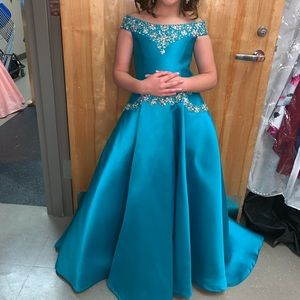 Size 8 girls Tiffany's gown
